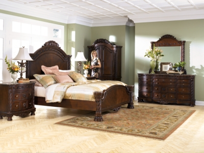 Niland Queen Panel Bed