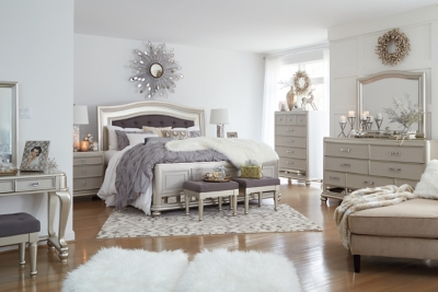 Carina Queen Panel Bed